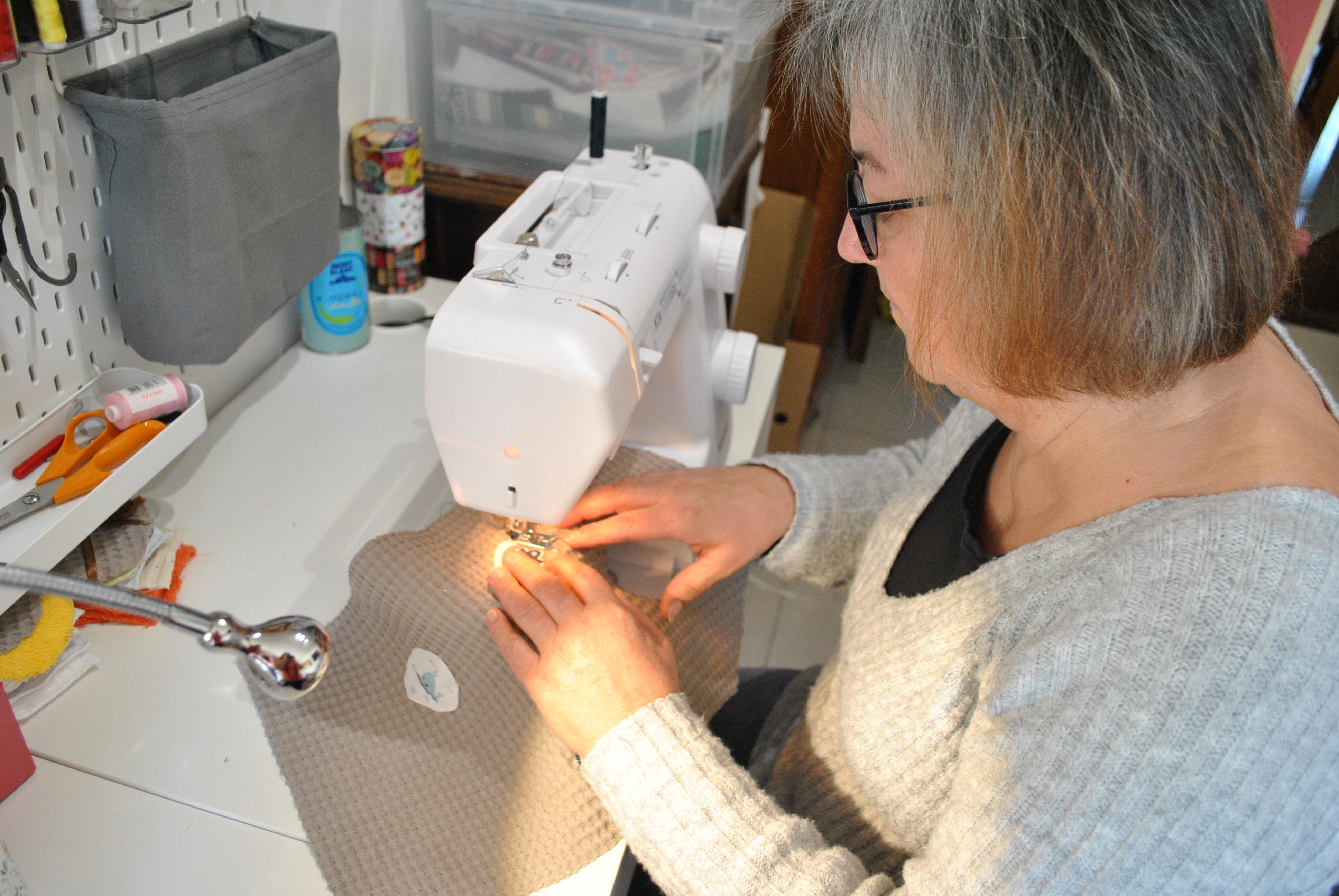 Bienvenue sur mon site. Je suis Mamounette et je vais vous partager ici ma passion pour la couture à travers mes créations. J'espère vous donner envie :)